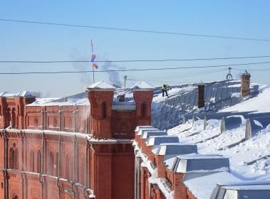 Очистка от снега и наледи комплекса зданий Артиллерийского музея.